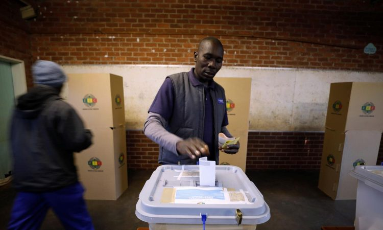 What does Senegal have in common with Nigeria regarding elections? Very little if anything. The former is regarded as a stable democracy, the latter is not. But experts say Abuja and Dakar can learn from each other